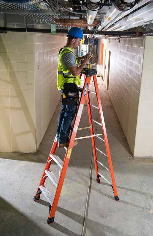 Werner NXTIA08 Fiberglass Step Ladder